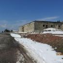 Petrova bouda patřila k nejznámějším chatám na hřebeni Krkonoš a kolem jejího požáru v roce 2011 panuje celá řada spekulací.