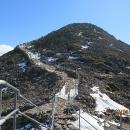Nově vydlážděný chodník vede až na vrchol nejvyšší české hory