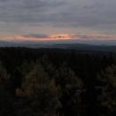 Východ slunce z rozhledny Tanečnice. Spali jsme kousek od rozhledny a byli jsme na ní i za tmy, noční fotky se ale nepovedly. Ráno jsme se vrátili...