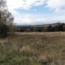 První pohled na nejvyšší Klínovec (to vzdálenější vzadu). To bližší vpravo je Měděnec.