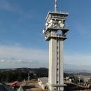 Výhled z rozhledny na televizní věž a nedaleký Fichtelberg.