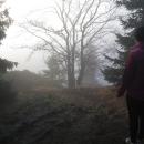 Mlha se nerozpustila ani ráno, z vyhlídky je prd vidět, znovu na Plešivec nemá cenu jezdit.