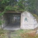 V lese jsme objevili ruiny zajateckého tábora Rolava.