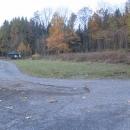 Louky na území bývalé osady Slatina, která se před rokem 1945 nazývala Lohhauser. Je tu přístřešek a pramen.