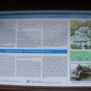 Několik info tabulí seznamuje turisty s historií Krušných hor