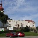 Vyjíždím od kostela v Petrovicích