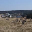 Německá vesnice u hranice, les v pozadí už je český