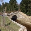 Mostek nad potokem