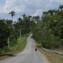 Projíždíme lesnatým parkem Las Terrazas