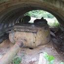 Zapomenutý tank střežící silnici