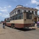 Velkokapacitní autobus zvaný velbloud
