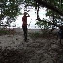 Míla zametá naše plážové nocležiště