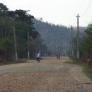 Cestou v kopcích, výjimečně tu chybí asfalt