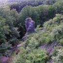 Torzo rohové věže, která chránila přístupovou cestu