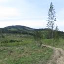 Před námi Kykuľa, první tisícovka hřebene Kysuckých Beskyd
