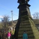 Dřevěná zvonička v obci Bohousová