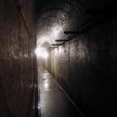 Úzká chodba podzemních kasáren