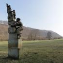 Kdo ví, co značí tahle socha nechaleko Brandýsa n. O. ? Odpověď můžete nechat v Návštěvní knize :-)