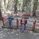 Lesní hrob partyzána, který padl v roce 1945 při boji o choceňské letiště