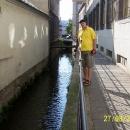 Protože pod radnicí protéká jedno z ramen řeky Moravy :-)