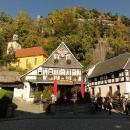 Lázeňské městečko Oybin je trochu kýčovité, ale jedeme sem kvůli hradu nacházejícímu se na stolové hoře přímo nad městem.