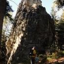 Další pěší výlet vede podél Horních skal. Ty tvoří sedm samostatných skalních útvarů. Toto je první z nich.
