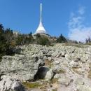 O něco lepší fotka kamenného pole a vysílače, než ta předchozí :-)