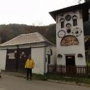 Kryštofovo údolí se svým orlojem a dřevěným kostelíkem patří k nejhezčím vesničkám, co jsme kdy viděli
