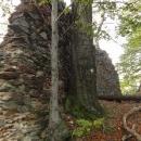 Z hradu se toho moc nedochovalo, alespoň tato zeď.