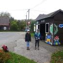 V sobotu ráno čekáme, až Hanele přijede autobusem. Nastoupíme do něj taky a společně se vezeme na Novou Huť.