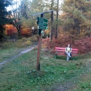 Když jsme pak pokračovali dál, narazili jsme na německou hranici, taky na německé turistické značky a na spoustu laviček.
