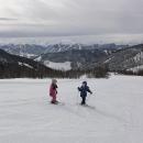 A my s dětmi jdeme na sjezdovku u chaty Adlerlift, kde lyžujeme dva dny