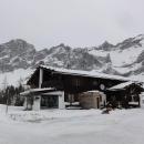 Alpská chatička u sjezdovky