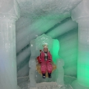 A po jídle jdeme do ledového paláce - zrovna se to tu nějak předělává, tak máme vstupné zdarma!