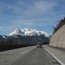 A poslední pohled na zasněžené hory někde v okolí Salzburgu. Prázdniny končí :-(