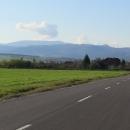 Pomalu se přibližujeme k pohoří Mátra. Vypadá to mohutně, jak se ze současných 150 zvedá až do tisíce metrů.