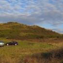Za Verpelét míjíme nevysoký kopeček trčící z pole.