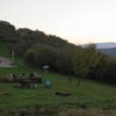 Silueta Siroku a nejvyšších partií pohoří Mátra v zapadajícím slunci