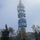 Během jídla se mraky odsunují a konečně vidíme televizní věž