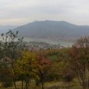 Ale zase se otevírají výhledy na Dunaj. Podél Dunaje jsme v minulosti najezdili stovky kilometrů, je to pro nás taková symbolická řeka, byli jsme u pramene i v Deltě, ale vidět jej z výšky, to ještě neznáme!