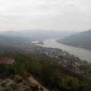 A všudypřítomný Dunaj s nákladními loděmi