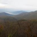 Rychlý pohled do dunajského údolí a do nitra Pilišských vrchů a honem zpátky. Nocleh plánujeme na nejvyšší hoře...