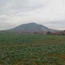 Hora Pilis od jihu - 500 metrů převýšení. Jsme na 250 :-(