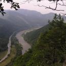 Zpočátku stoupáme s výhledy do údolí Váhu
