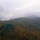 Ráno prší a Malý Kriváň je zahalen mraky