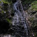Jeden z mnoha žebříků v Jánošíkových dírách
