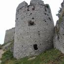 Jedna z věží Plaveckého hradu