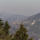 Pohled na Frýdštejn (s pozadím Ještědu)