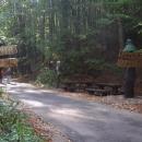 Vcházíme do přírodní rezervace Medvědí jeskyně