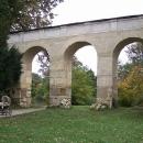 Akvadukt v zámeckém parku